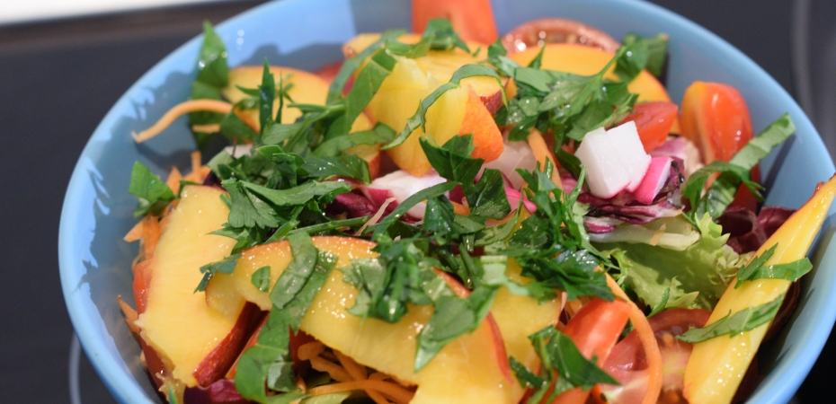 basic summer salad, healthy salad, salad with fruit, nectarine