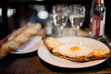 Croque_Madame,_Paris_July_6,_2011 (1).jpg