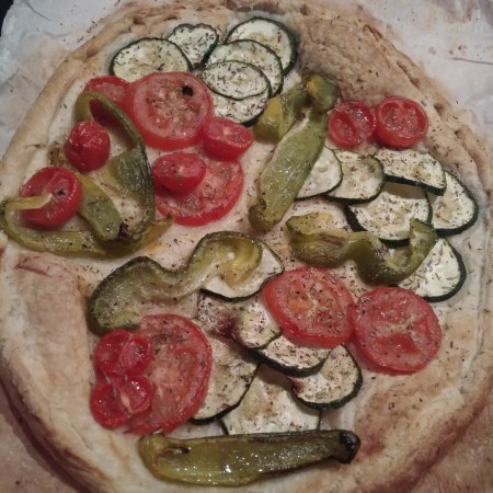 Puff Pastry pie with Tomato, peppers and aubergine